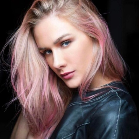 Fiorella Mattheis tingiu os cabelos de rosa para a série 'Rua Augusta' (Foto: Alexandre Virgilio)