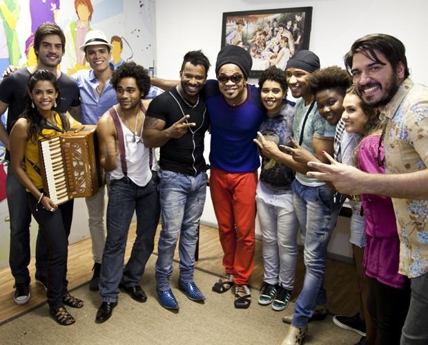 Carlinhos Brown e seu time em aniversário (Foto: Isabella Pinheiro/TV Globo)