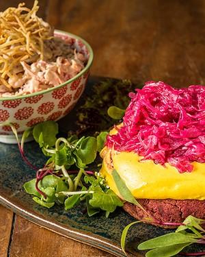 Hambúrguer de feijão (Foto: Tomás Rangel/Divulgação)