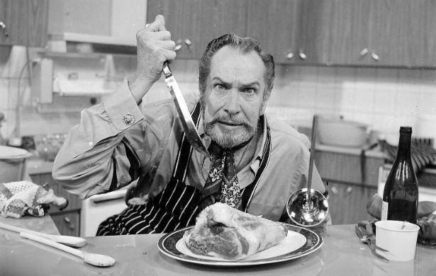 """O saudoso mestre do terror Vincent Price (1911-1993) foi um grande amante da cozinha. Quem duvidar pode ler 'A Treasury of Great Recipes' (""""Um Tesouro de Ótimas Receitas"""", em tradução livre), escrito por ele. (Foto: Getty Images)"""