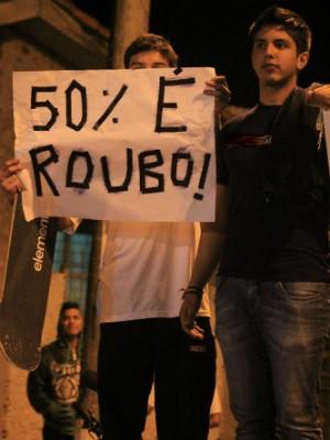 Manifestação é contra o reajuste de 50% na CIP. (Foto: Rafael Almeida / TV TEM)