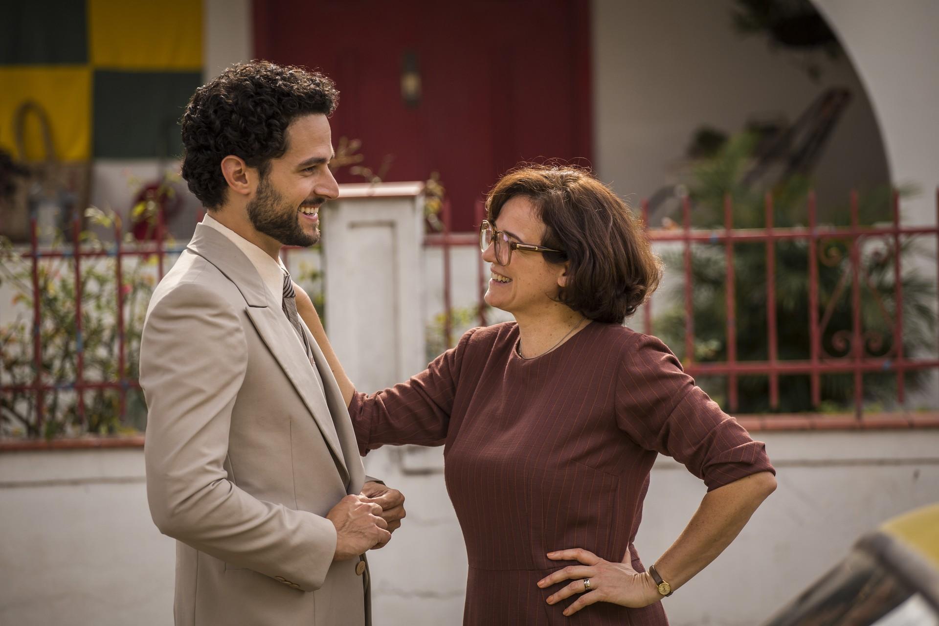 Fernando ao lado de Sandra Corveloni, que interpreta sua mãe, Augusta (Foto: Paulo Belote/TV Globo)