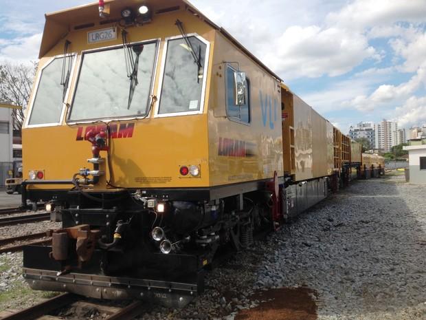 Esmerilhadora estacionada em pátio de oficina férrea em Divinópolis (Foto: Ricardo Welbert/G1)