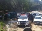 Estacionamento irregular é flagrado em área de preservação de Búzios, RJ