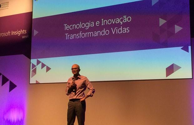 Presidente-executivo da Microsoft, Satya Nadella, fala a estudantes em São Paulo. (Foto: Helton Simões Gomes/G1)