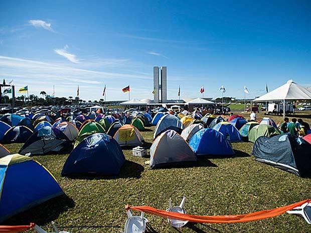 Barracas de manifestantes em acampamento em frente ao Congresso Nacional (Foto: Marcelo Camargo/Agência Brasil)