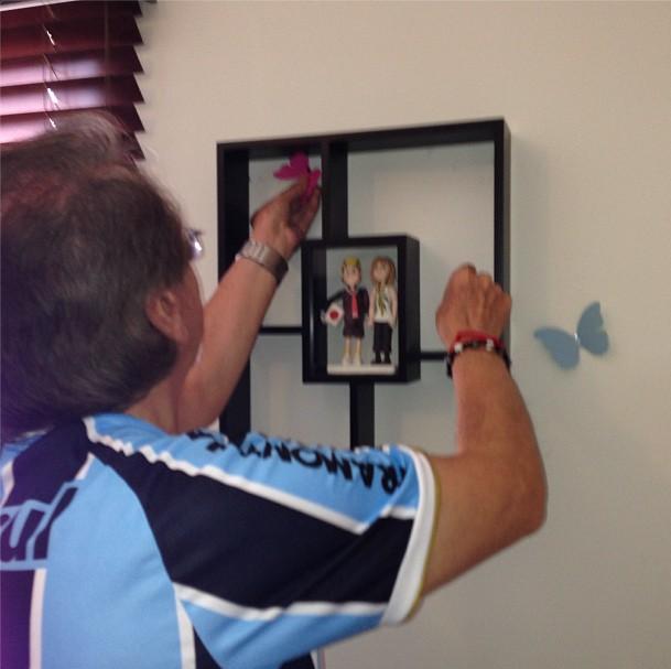 Ator Carlos Villagrán veste camiseta do Grêmio (Foto: Reprodução/Instagram)