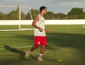 Atacante Alfredo, autor de dois gols no primeiro jogo, deve ser titular contra o Sergipe (Foto: Klênyo Galvão)