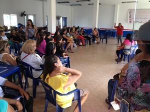 Professores municipais Guajará-Mirim Grevistas se reuniram no auditório do Sintero para decidir ate quando a manifestação continua (Foto: Júnior Freitas/G1)