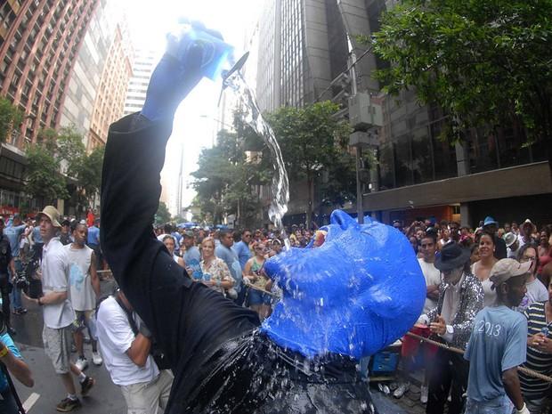 Galera foi ao delírio com integrante do Blue Man Group (Foto: Alexandre Durão/G1)