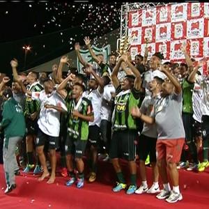 Jogadores do América-MG festejam o título da Taça BH de Futebol Júnior (Foto: Reprodução/Sportv)