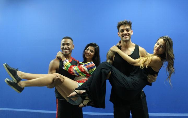 Nego do Borel, Cynthia Senek, Lucas Lucco e Pâmela Tomé brincam nos bastidores (Foto: Bel Bonotto/Gshow)