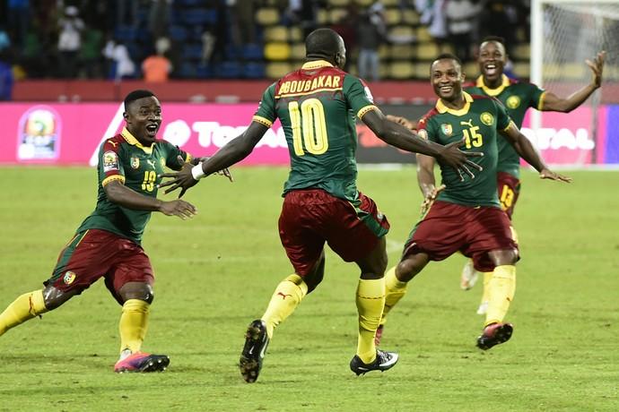 comemoração, Camarões x Senegal (Foto: KHALED DESOUKI / AFP)
