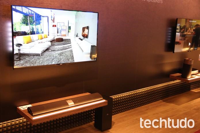 Dock Station Philips em forma de barra para TVs também vem com Wi-Fi  (Foto: Fabricio Vitorino / TechTudo))