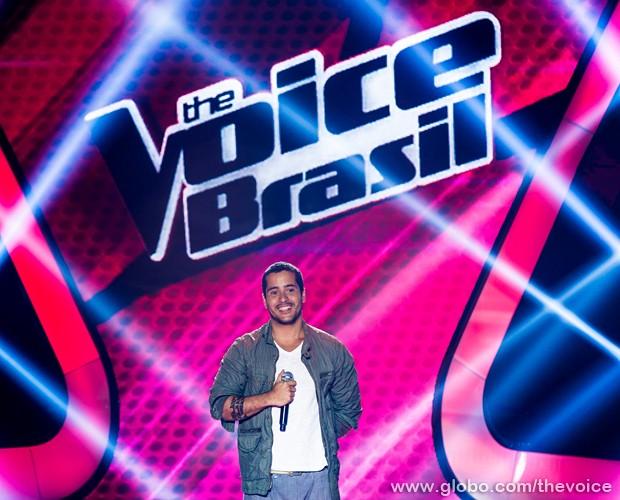 """Nando Motta interpreta a música """"Nós"""" no palco do The Voice (Foto: Isabella Pinheiro/TV Globo)"""