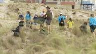 Grupo de escoteiros faz limpeza da praia do Cassino