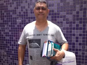 O metroviário Edvaldo Sales Otoni, 46, diz que as faculdades só preparam superficialmente (Foto: Pâmela Kometani/G1)