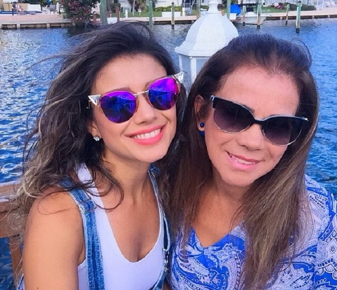 Paula Fernandes e a mãe, Dulce (Foto: Arquivo Pessoal)