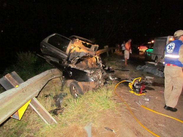 Casal morreu na hora em acidente na PR-566 (Foto: Michelli Arenza/RPC TV)
