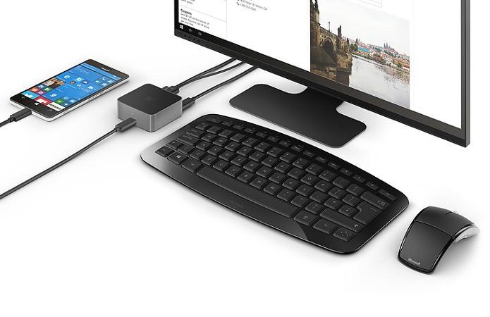 Com um simples Dock é possível transformar o celular em um PC funcional (Foto: Divulgação / Microsoft)