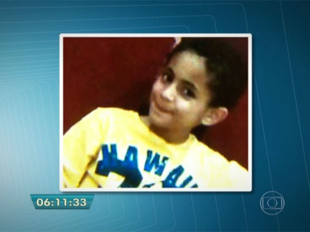 O corpo do menino Ezra foi encontrado um dia depois de os pais deixarem o Brasil (Foto: TV Globo/Reprodução)