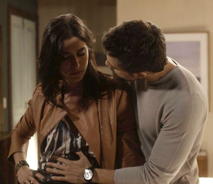 Carol espera um filho de César (Foto: TV Globo)