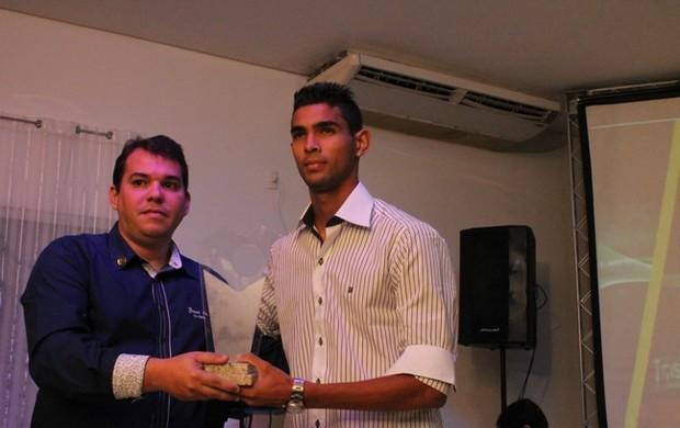 Augusto durante premiação da Federação de Futebol do Piauí (FFP) (Foto: Ramiro Pena)