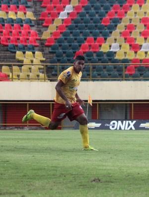 Diego, zagueiro do Galvez-AC (Foto: João Paulo Maia)