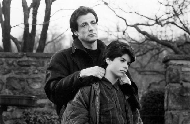 """Sylvester Stallone e Sage Stallone, ainda criança, no set de gravações do filme """"Rocky V"""", em 1990 (Foto: Courtesy MGM/UA/Reuters)"""