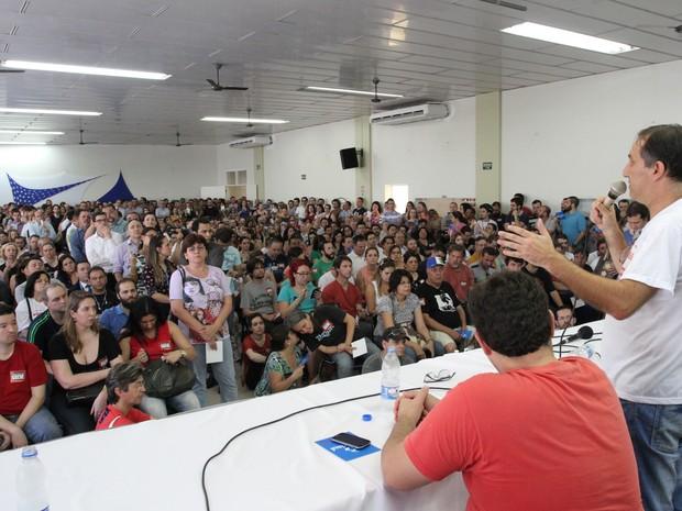 Assembleia reuniu mais de mil servidores do Banrisul em Porto Alegre (RS) (Foto: Jackson Zanini/Divulgação/SindBancários)