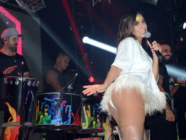 Alinne Rosa em show em Salvador, na Bahia (Foto: Eduardo Martins/ Ag. News)