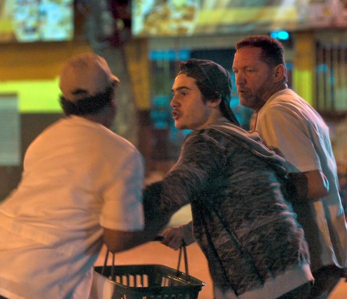 Zac é pego em flagrante (Foto: TV Globo)