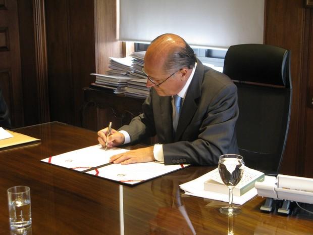 Geraldo Alckmin sanciona lei que proíbe mascarados em protestos (Foto: Caio Prestes/G1)