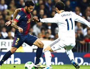 Daniel Alves na partida do Barcelona contra o Real Madrid (Foto: AFP)