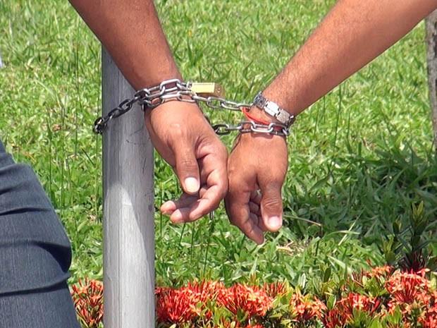 Trabalhadores também prometeram reralizar uma greve de fome (Foto: Gabriel Gonçalves / G1)