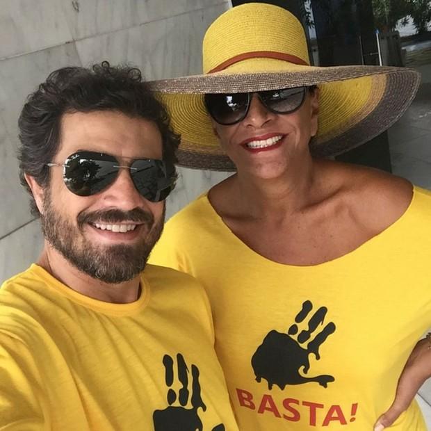 Bethy Lagardère se uniu aos manifestantes em Copa (Foto: Reprodução Instagram)