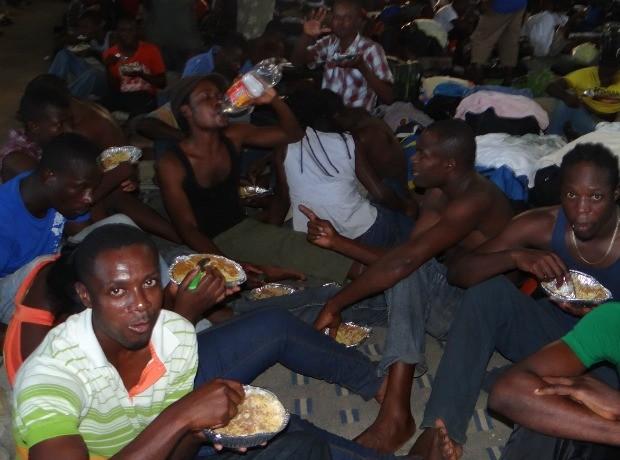 São 1.700 haitianos que estão no alojamento improvisado em um ginásio de Brasiléia  (Foto: Nonato Souza/ Ascom SESP)