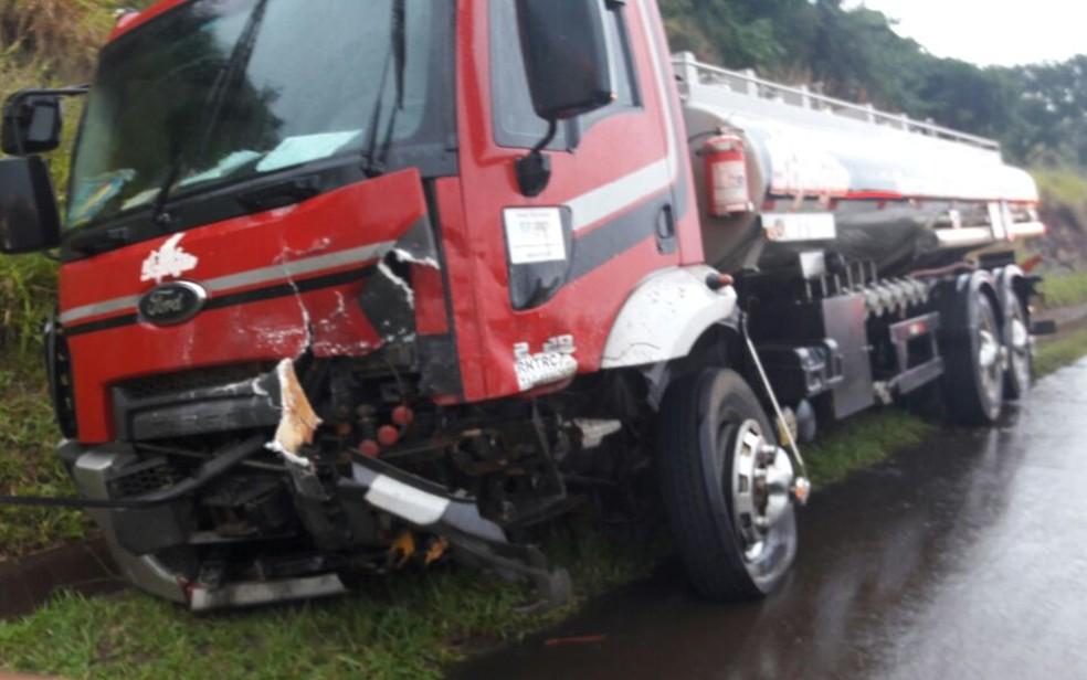 Caminhoneiro não ficou ferido após acidente (Foto: Arquivo Pessoal)