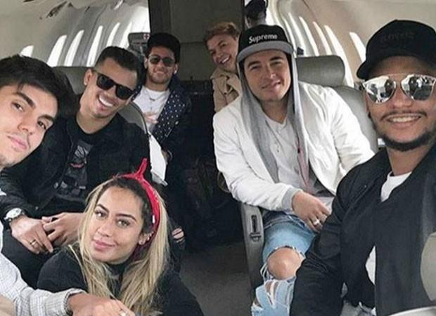 Neymar se diverte com amigos e irmã (Foto: Reprodução)
