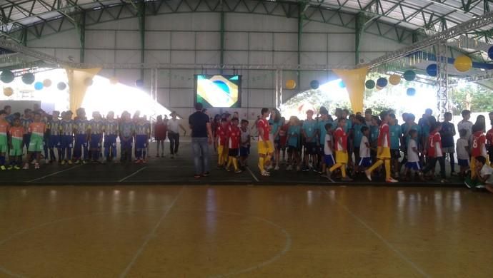 Atletas que irão disputar os Jogos Escolares de Palmas participam de cerimônia de abertura da competição (Foto: Camila Rodrigues/GloboEsporte.com)