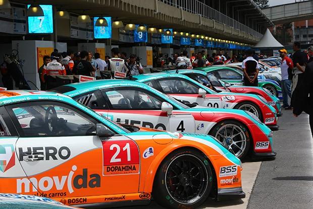 Os carros alinhados, depois da classificação (Foto: Luca Bassani/PorscheCup)