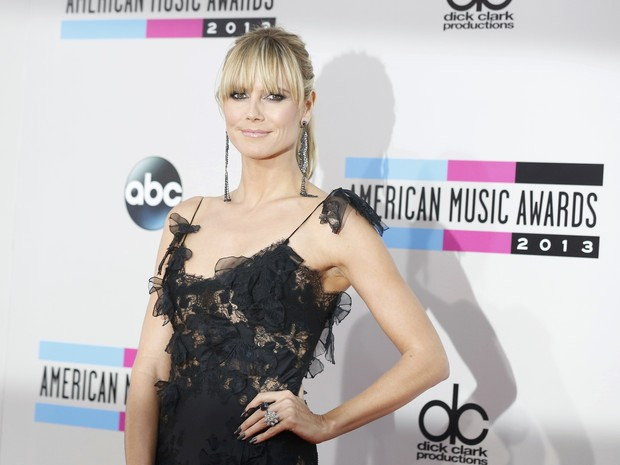 Heidi Klum no American Music Awards em Los Angeles, nos Estados Unidos (Foto: Mario Anzuoni/ Reuters)