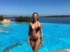 Luciana Gimenez posa de biquíni e boa forma impressiona seguidores