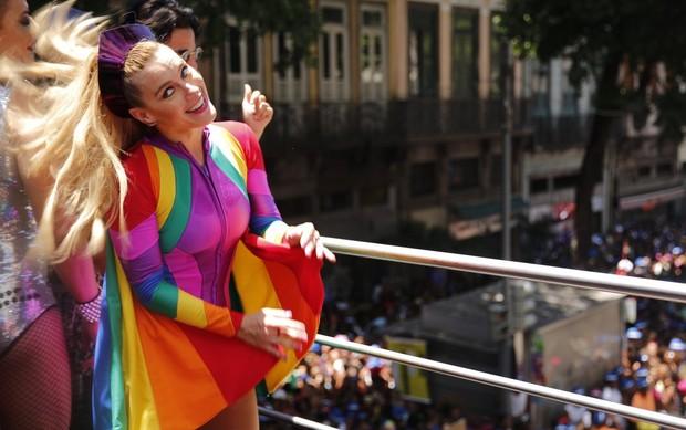 Carolina Dieckmann no Bloco da Preta (Foto: Marcos Serra Lima / Ego)