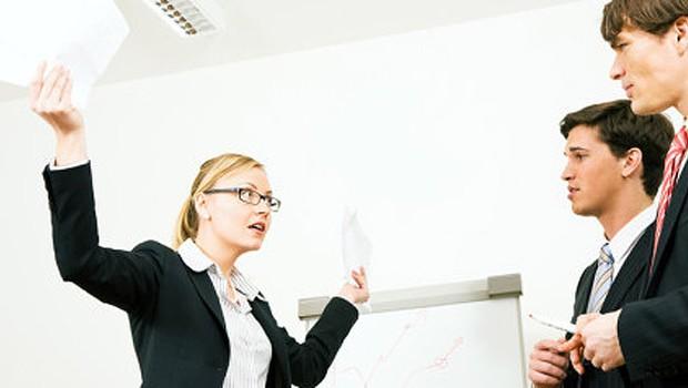 Crítica positiva: como dar e como aceitar ; carreira ; escritório ; como se dar bem no trabalho ; como enfrentar desafios no trabalho ;chefe ;  (Foto: Shutterstock)