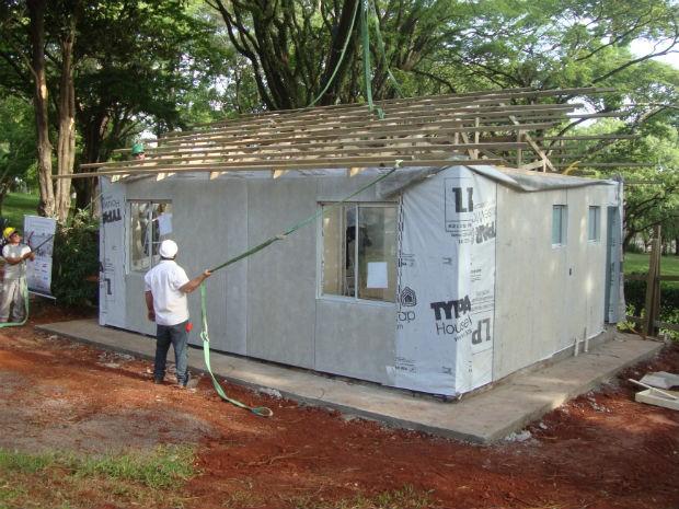 Sem o acabamento, a casa sai por R$ 28 mil, 10% a menos do que uma construção convencional (Foto: Rodrigo Saviani/G1)