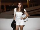 Ex-BBB Amanda Gontijo dispensa sutiã e usa blusa tansparente no SPFW