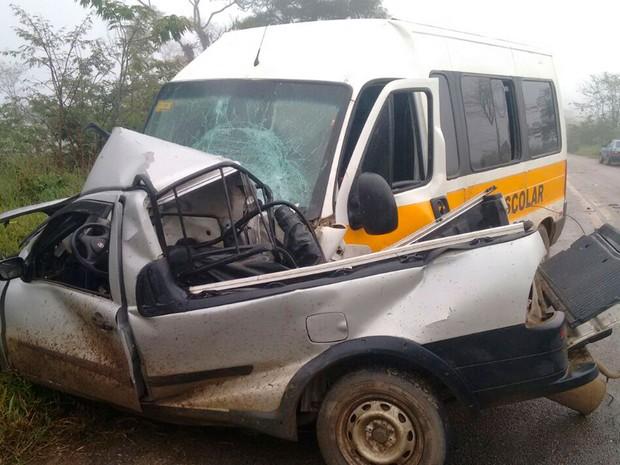 Acidente ocorreu na manhã desta terça-feira no sudoeste baiano (Foto: Anderson Oliveira/ Blog do Anderson)
