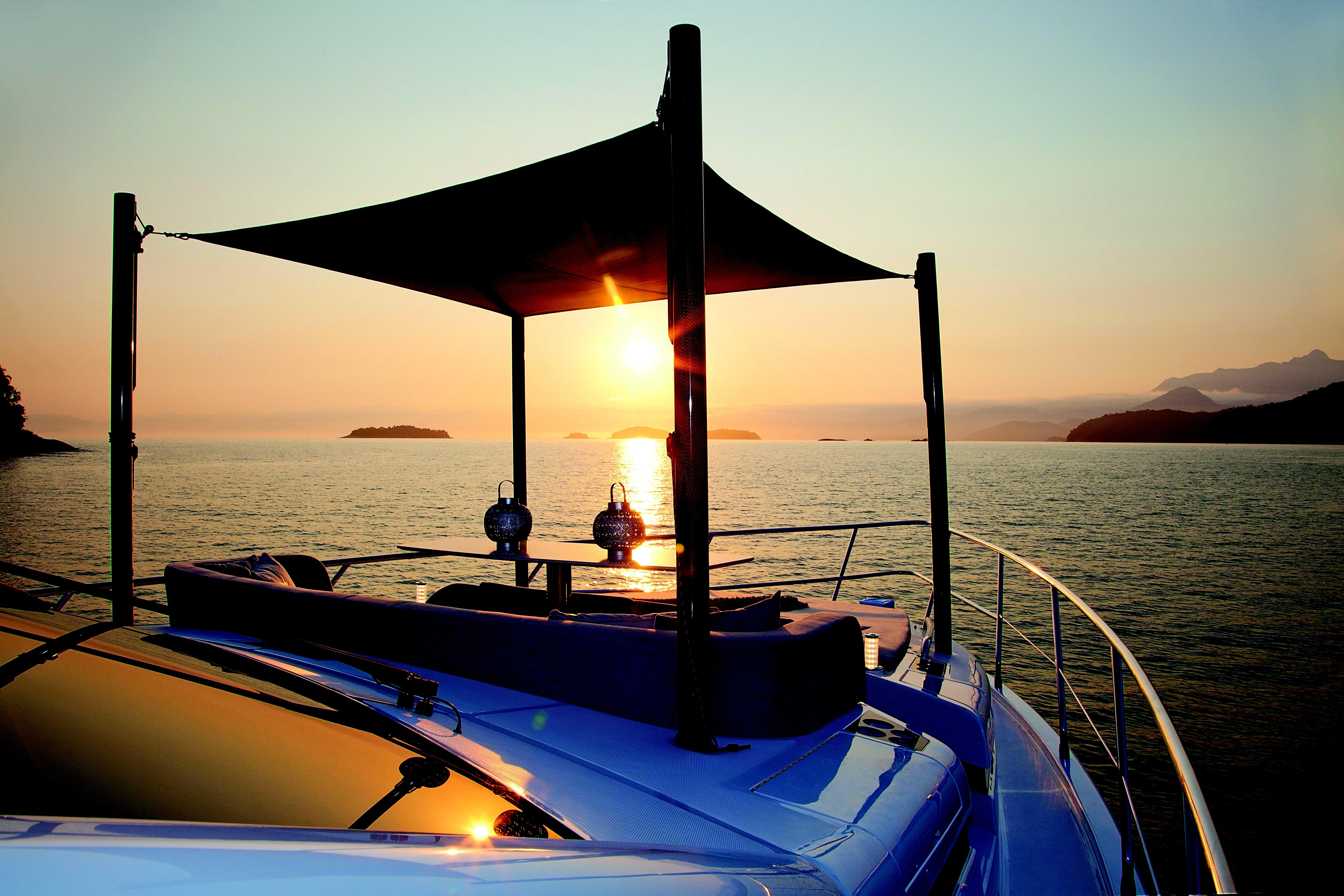 Que tal relaxar vendo esse pôr do sol em um iate? (Foto: Divulgação)