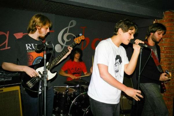 Gabriel Levan canta na banda Fantoches há três anos (Foto: Arquivo Pessoal)